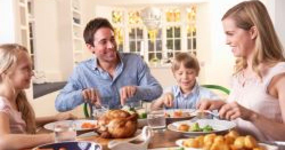 Több ételt szednek a gyerekek a nagyobb tányérba