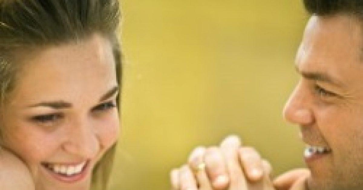 A férfiak és a nők is nehezen ismerik fel a flörtölést