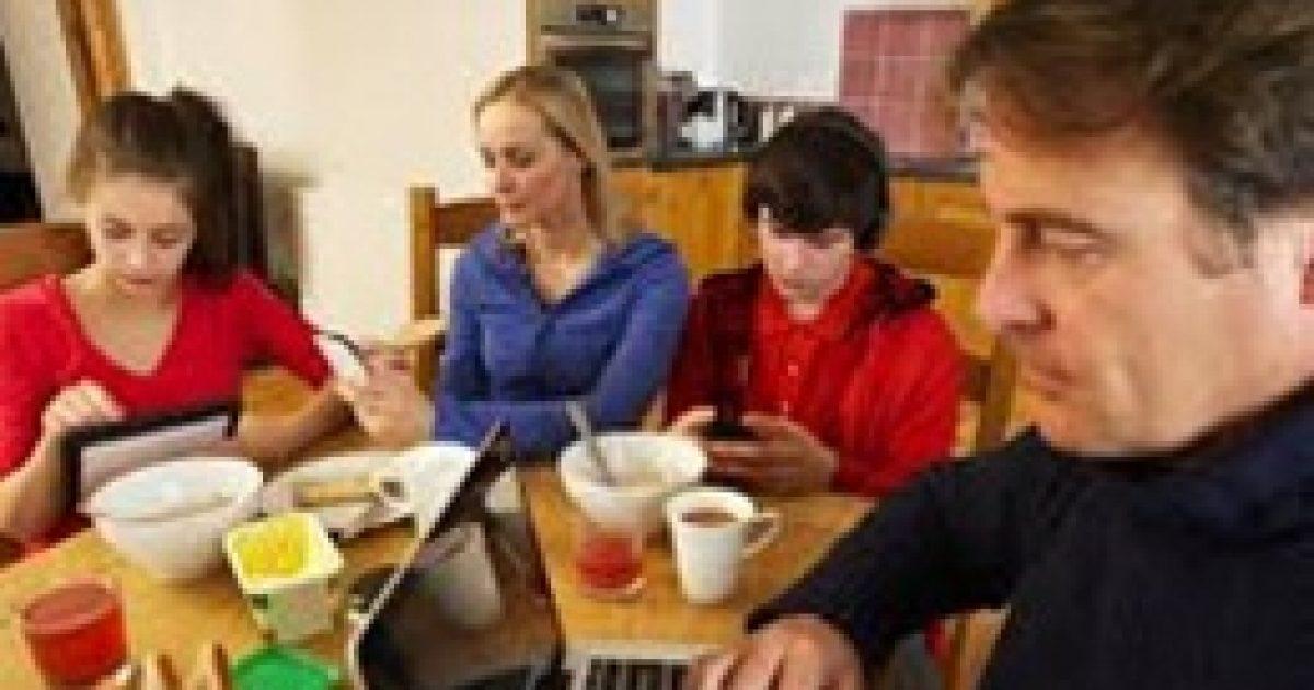 Mobil, internet: mit várnak el a gyerekek szüleiktől?
