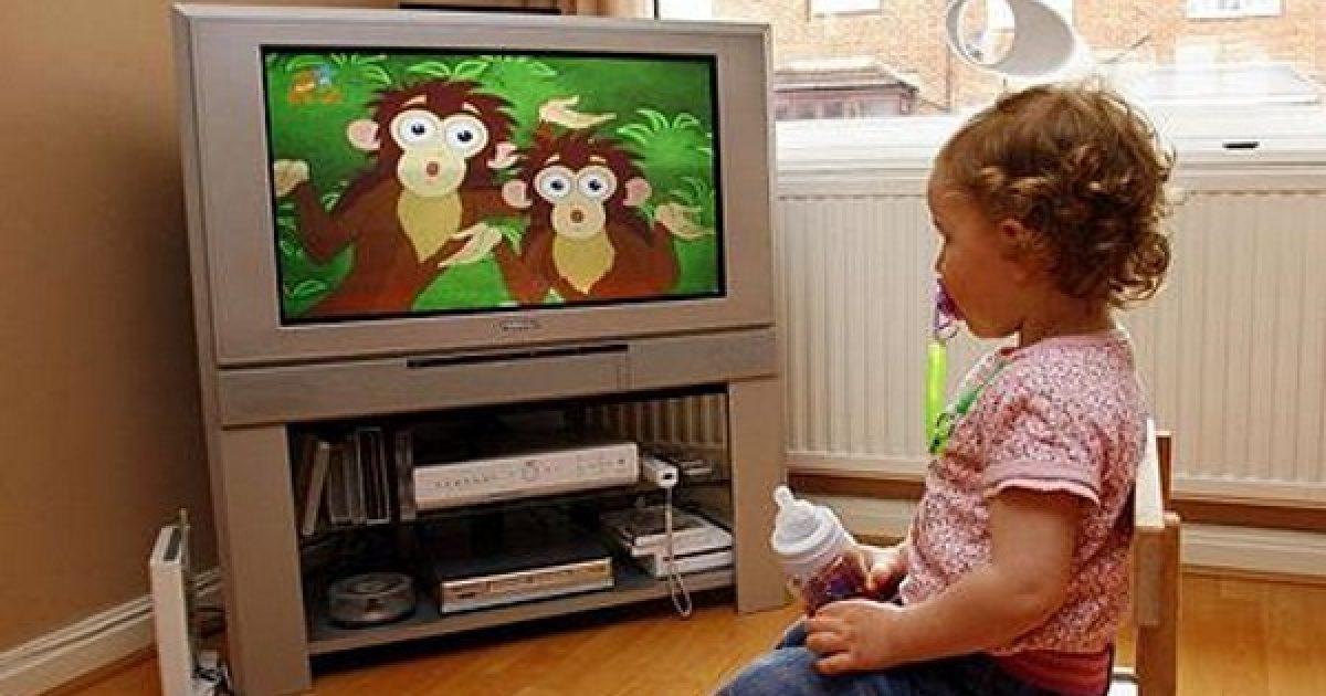 A tévé ne legyen bébiszitter!