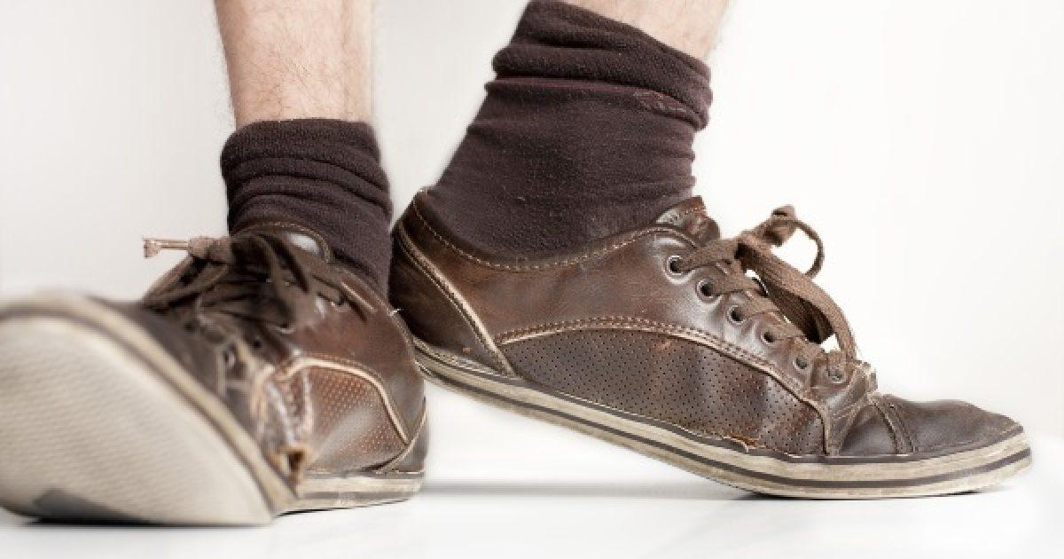 """Ronthatja az idősek életminőségét a """"jól bevált"""" cipő"""