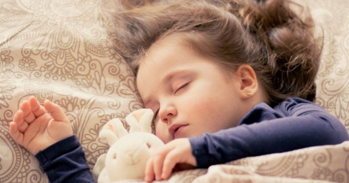 Így tanítsa aludni a gyermekét