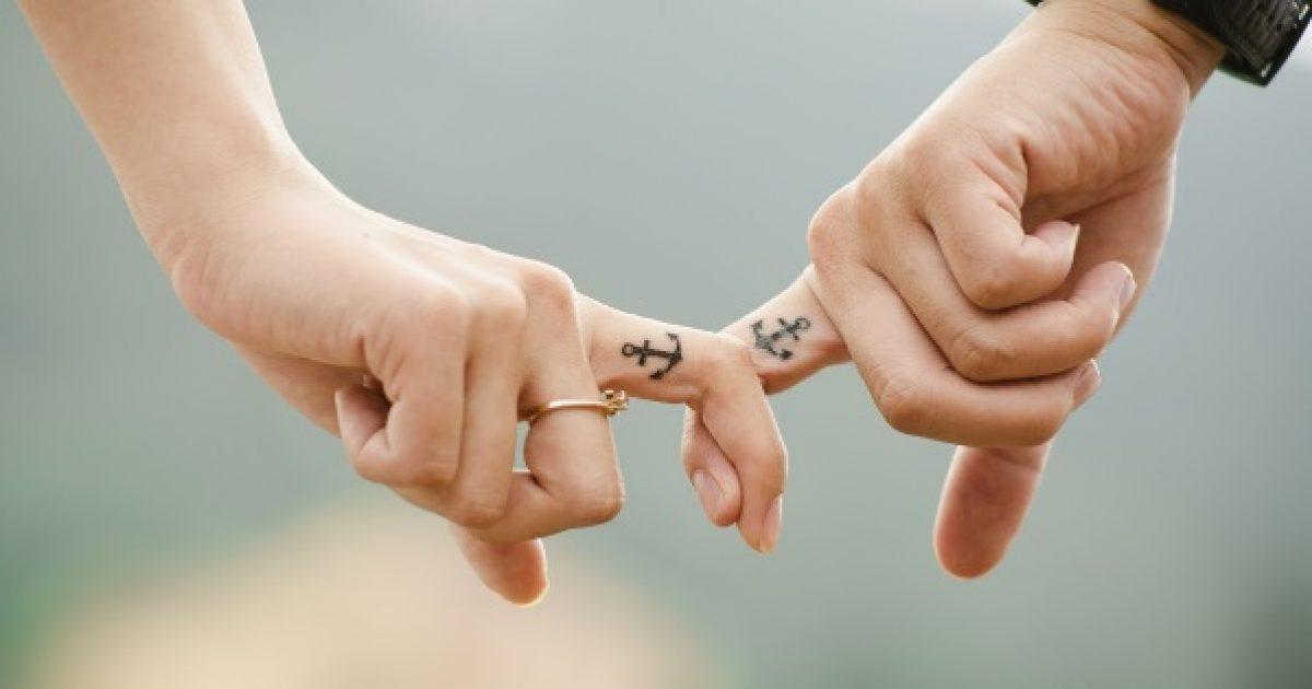Monogámia vagy poligámia?