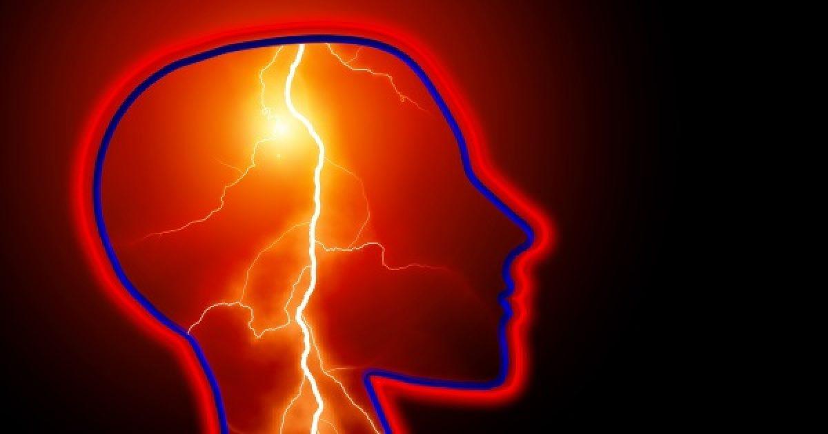 Villámcsapásszerű fejfájás: azonnal orvoshoz!
