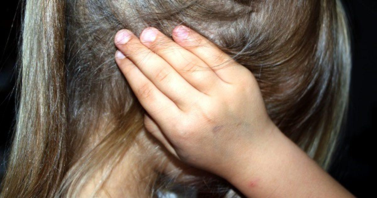 Középfülgyulladás: folyadék a dobhártya mögött