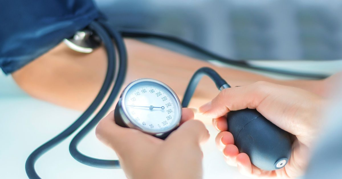 Magas vérnyomás csökkentése kék fénnyel