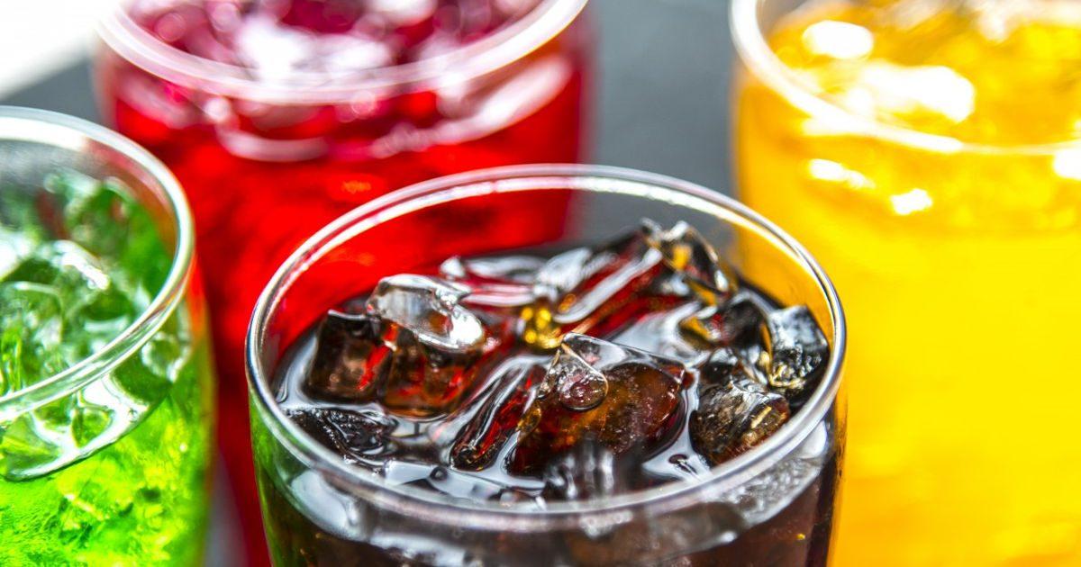 A szénsavas üdítők, cukros italok káros hatásai