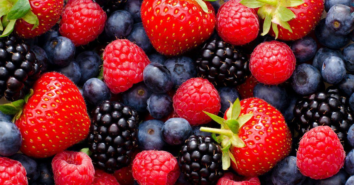 Itt a bogyós gyümölcsök idénye