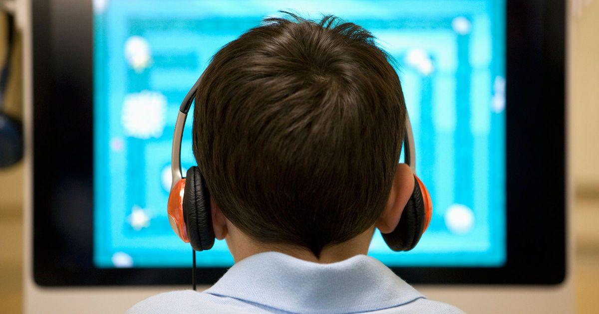 A képernyők elbutítják a gyerekeket